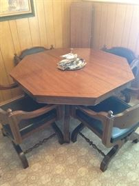 Includes 2 leafs and 4 chairs!