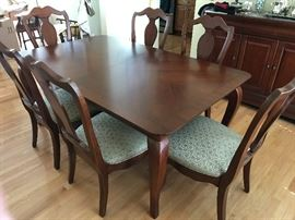 Thomasville dining room set: 6 chairs, pads, leaves, sideboard