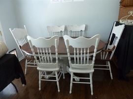 Solid Oak pedestal table and 6 chairs(2captain)