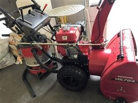 Honda HS724 Hydrostatic Snow Thrower - Only Used Twice