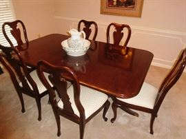 Flawless Thomasville dining set