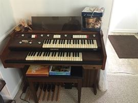 Baldwin Electric Organ with Teaching Books and Tapes