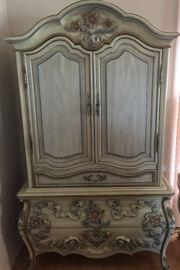 Wardrobe ornate, antique white