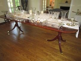 Beautiful Councill Craftsmen dining table with 2 leaves.