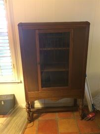 Antique china/curio cabinet