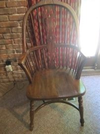 2 ARM CHAIRS AND 4 SIDE CHAIRS WITH ROUND TO OVAL OAK DINING TABLE
