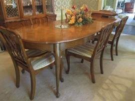 DINING ROOM TABLE WITH PADS AND 6 CHAIRS