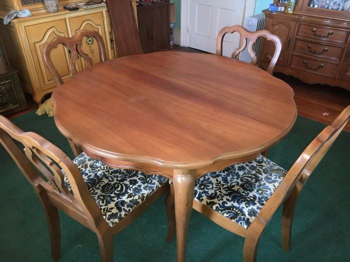 Beautiful vintage maple table with several leaves and matching upholstered chairs