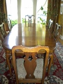 Beautiful solid wood table and 6 chairs, great neutral paisley design upholstered seats