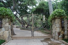 THIS IS THE GATE YOU WILL WALK IN TO COME TO THE SALE.