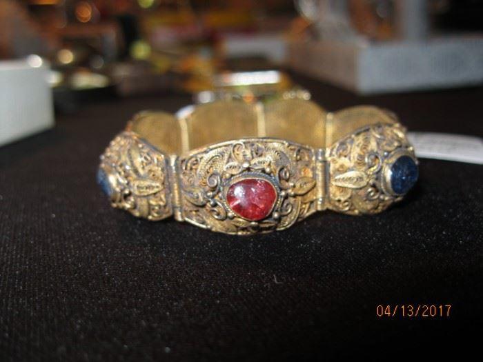 Cabochon stone wire bracelet
