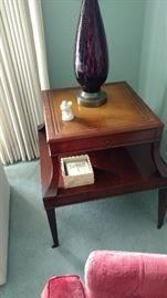 Vintage end table, great condition.