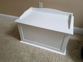 wainscot toy box