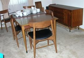 Lane Acclaim mid century modern dining room table with 6 chairs.