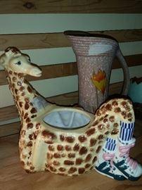 Everyone needs a reclining giraffe!