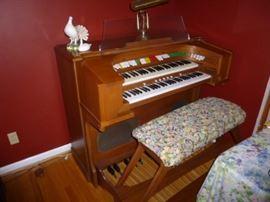 Vintage Organ w/Speaker