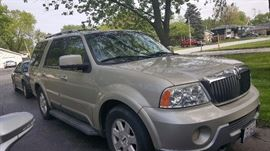 2005 Lincoln Navigator with 129,703 miles
