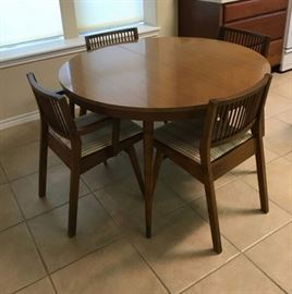 Mid century modern dining room table and chairs  with additional leaves