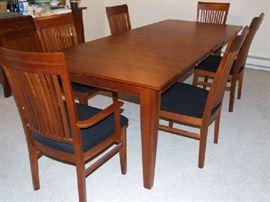 VERY NICE CONTEMPORARY DINING TABLE WITH EXTRA LEAVES, WITH 6 CHAIRS