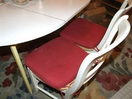 WHITE ROUND DINETTE TABLE W/CHAIRS