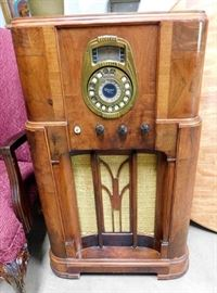 Antique Radio (Condition Unknown)