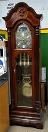 Sligh Grandfather clock works great and beautiful chimes