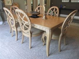 DINING ROOM TABLE AND 6 CHAIRS BY BERNHARDT 2 LEAVES
