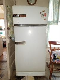 VINTAGE WORKING General Electric Combination Refrigerator!