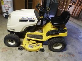 Club Cadet LT 1041, Hydro-static transmission $ 700.00  H 184.7 hours on meter