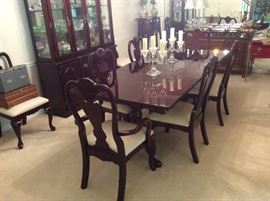 Lovely, Thomasville, Cherry Dining Room Set, 8 chairs, 2 Leaves, & Pads