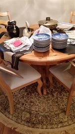 Nice Modern Table and Chairs