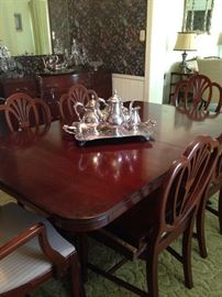 Mahogany dining table (has leaves) and 6 chairs