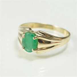 emerald-1.75-carat-oval-10k-gold-ring-vintage-mother's-day-auction-jewelry