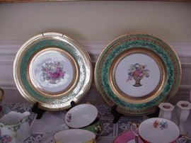 Pair of gold-embellished and hand-painted Czech dinner or display plates by Thunn