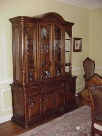 Fabulous Bernhardt china hutch--lighted