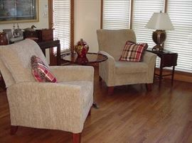 Pair of Lazy Boy arm chairs, recliners; Brant pie crust mahogany table in center; small drop leaf on side with lamp