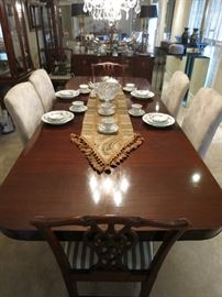 Henkel Harris Style Mahogany Dining Room Table With Four Chairs.  Beautiful Condition. Upholstered Chairs Sold Separate