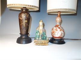 A JAPANESE MIXED METAL AND KUTANI LAMP, AND A POTTERY FIGURE OD QUAN YIN.