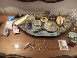 BEAUTIFUL Mirrored w/silver plate ornate handles dresser tray w/various plate Purse Mirrors combs hair Brushes ETC........