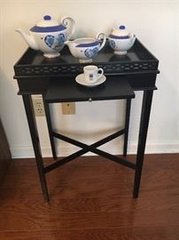 Tea Table w/removable tray top and pull out shelf