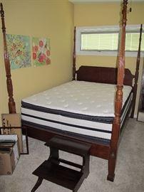4 poster bed - Queen