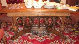 Gorgeous Dining Table w/pull out extentions