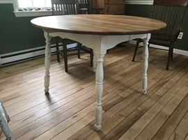 ANTIQUE, solid maple table with leaf