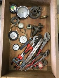 Gauges, small tools
