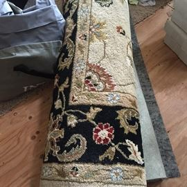 Wool 10' x 12' area rug in excellent condition!  Includes felt rug pag.