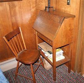Lady's Desk w/Chair