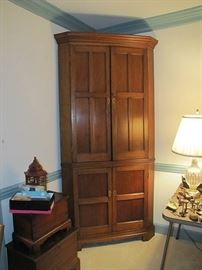 Local walnut inlaid corner cupboard, circa 1830
