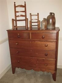 Local walnut chest of drawers with inlaid keyholes, circa 1830
