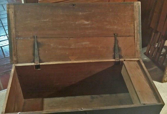 Gheen blanket chest interior