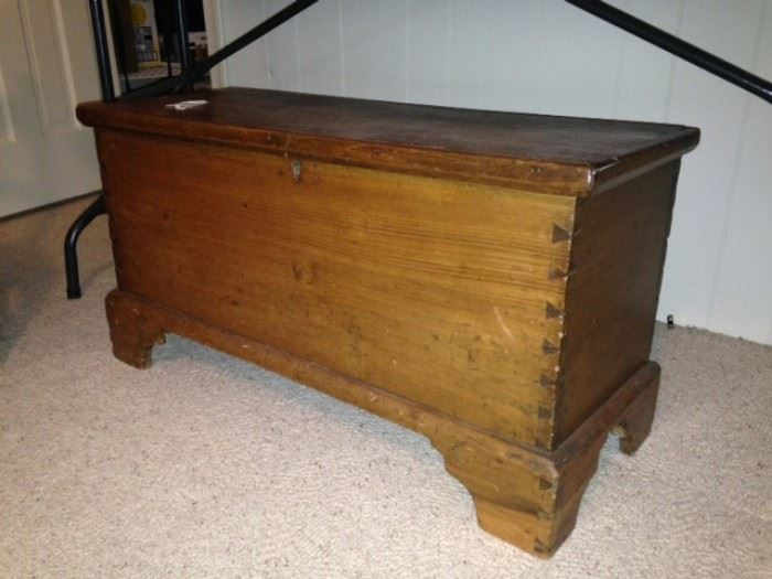 Small size blanket chest